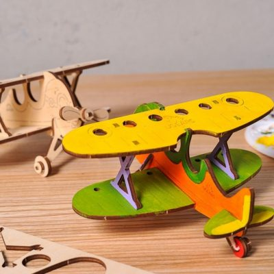 Biplan lėktuvo 3D modelis spalvinimui
