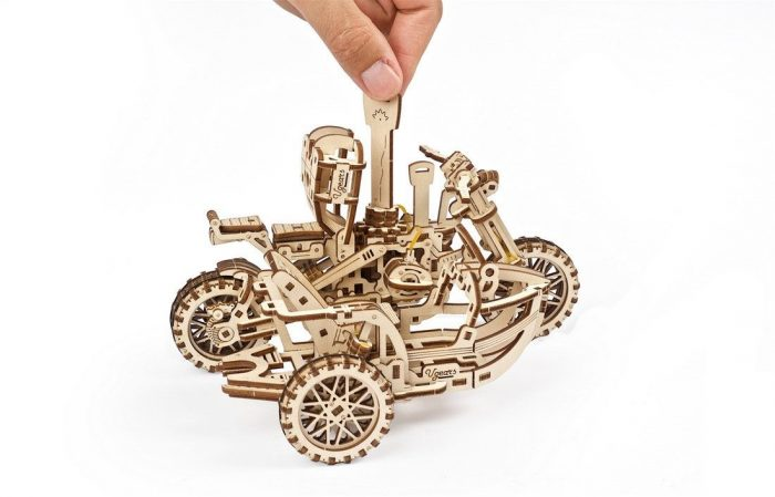 motociklas medinis modelis