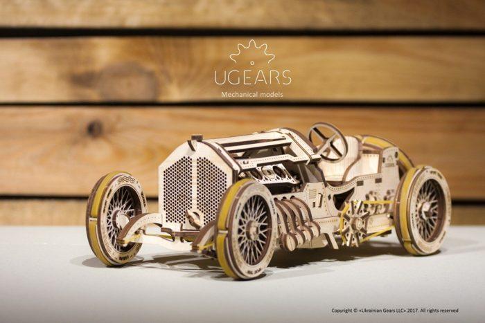 Lenktyninis automobilis 3D
